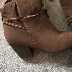 Avenue Brown Boots